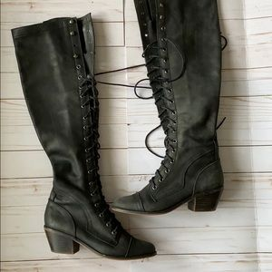 Knees high black leather boots
